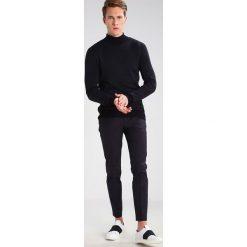 Swetry klasyczne męskie: KIOMI Sweter black