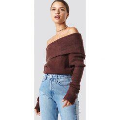 NA-KD Szeroki sweter z odkrytymi ramionami - Red. Czerwone swetry oversize damskie NA-KD, z dzianiny. Za 60,95 zł.