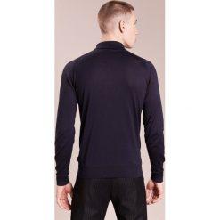 John Smedley BRADWELL Sweter navy. Niebieskie swetry klasyczne męskie John Smedley, m, z bawełny. W wyprzedaży za 450,45 zł.