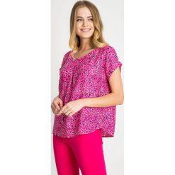 Różowo-granatowa bluzka ze wzorem QUIOSQUE. Czerwone bluzki z odkrytymi ramionami marki QUIOSQUE, z wiskozy, biznesowe, z dekoltem w serek, z krótkim rękawem. W wyprzedaży za 66,00 zł.