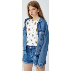Koszulka w kanapki. Niebieskie t-shirty damskie marki Pull&Bear. Za 29,90 zł.