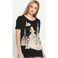 Czarny T-shirt Worldly. Czarne bluzki z odkrytymi ramionami marki Born2be, m, z aplikacjami, z okrągłym kołnierzem, z krótkim rękawem. Za 39,99 zł.