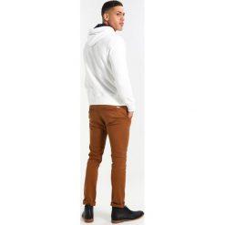 GANT EMBRODERY HOODIE Bluza z kapturem offwhite. Białe bluzy męskie rozpinane marki GANT, m, z bawełny, z kapturem. W wyprzedaży za 377,10 zł.