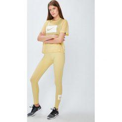 Nike Sportswear - Top 917565. Różowe topy damskie marki Nike Sportswear, l, z nylonu, z okrągłym kołnierzem. Za 119,90 zł.