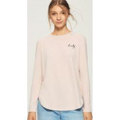 Sweter z haftowanym napisem - Różowy. Czerwone swetry klasyczne damskie Sinsay, l. Za 39,99 zł.