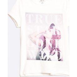Name it - Top dziecięcy 122-164 cm. Białe bluzki dziewczęce marki Name it, z nadrukiem, z bawełny, z okrągłym kołnierzem. W wyprzedaży za 19,90 zł.
