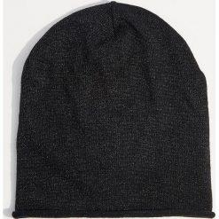 Dzianinowa czapka z metalizowaną nicią - Czarny. Czarne czapki zimowe damskie Mohito, z dzianiny. Za 29,99 zł.