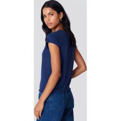 NA-KD Basic T-shirt z surowym wykończeniem - Blue,Navy. Różowe t-shirty damskie marki NA-KD Basic, z bawełny. Za 40,95 zł.