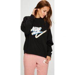 Nike Sportswear - Bluza. Brązowe bluzy z nadrukiem damskie marki Nike Sportswear, l, z bawełny, bez kaptura. W wyprzedaży za 239,90 zł.