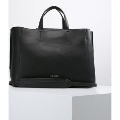 Calvin Klein METROPOLITAN  Torebka black. Czarne torebki klasyczne damskie Calvin Klein. Za 759,00 zł.