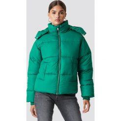 NA-KD Trend Kurtka watowana - Green. Białe kurtki damskie marki NA-KD Trend, z nadrukiem, z jersey, z okrągłym kołnierzem. Za 283,95 zł.