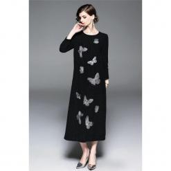 Sukienka w kolorze czarnym. Czarne długie sukienki marki Zeraco, z okrągłym kołnierzem, proste. W wyprzedaży za 349,95 zł.