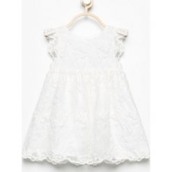 Biała sukienka z haftowanego tiulu - Kremowy. Białe sukienki dziewczęce Reserved, z haftami, z tiulu. W wyprzedaży za 49,99 zł.