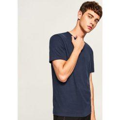 Gładki t-shirt regular fit - Granatowy. Białe t-shirty męskie marki Reserved, l. Za 49,99 zł.