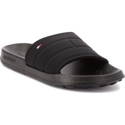 Chodaki męskie: Klapki TOMMY HILFIGER - Corporate Flag Pool Slide FM0FM01557  Black 990