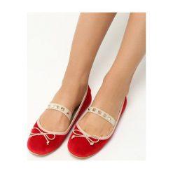 Czerwone Baleriny Rivia. Czerwone baleriny damskie marki Born2be, z materiału, na obcasie. Za 39,99 zł.