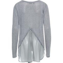 Sweter z lureksową nitką i szyfonową wstawką bonprix srebrny metaliczny. Szare swetry klasyczne damskie bonprix, z szyfonu, z okrągłym kołnierzem. Za 74,99 zł.