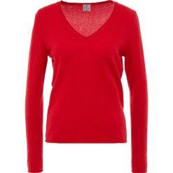 FTC Cashmere PULLI V NECK Sweter lipstick red. Czerwone swetry klasyczne damskie FTC Cashmere, xs, z kaszmiru. Za 749,00 zł.