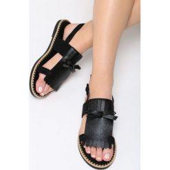 Czarne Sandały Cosmic Splash. Czarne sandały damskie marki Born2be, z materiału, na obcasie. Za 69,99 zł.