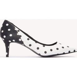 Buty ślubne damskie: NA-KD Shoes Satynowe czółenka na średnim obcasie - Black,White,Multicolor