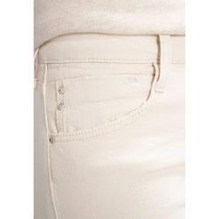 Mavi ADRIANA  Jeans Skinny Fit ecru retro. Brązowe boyfriendy damskie Mavi. W wyprzedaży za 215,20 zł.