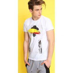 T-shirty męskie: T-SHIRT KRÓTKI RĘKAW MĘSKI Z NADRUKIEM