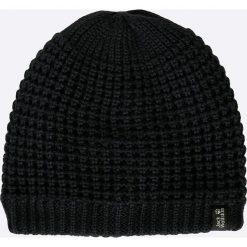 Jack Wolfskin - Czapka Milton. Czarne czapki zimowe męskie marki Jack Wolfskin, w paski, z materiału. W wyprzedaży za 79,90 zł.