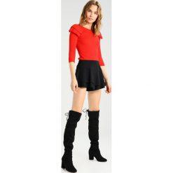 Swetry klasyczne damskie: Karen Millen VICTORIANA Sweter red