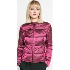 Trussardi Jeans - Kurtka puchowa. Fioletowe bomberki damskie Trussardi Jeans, s, z jeansu. W wyprzedaży za 769,90 zł.