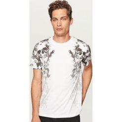T-shirt z nadrukiem z czaszkami - Biały. Białe t-shirty męskie z nadrukiem marki Reserved, l. Za 49,99 zł.