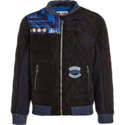 Desigual CUT Kurtka zimowa navy. Niebieskie kurtki chłopięce zimowe marki Desigual, z bawełny. W wyprzedaży za 359,10 zł.