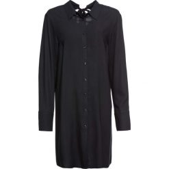 Szeroka bluzka z kokardką bonprix czarny. Niebieskie bluzki z odkrytymi ramionami marki bonprix. Za 99,99 zł.