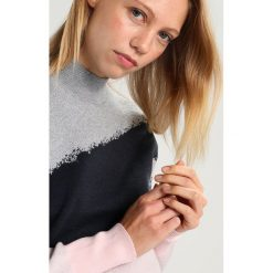 Swetry klasyczne damskie: YAS YASNONO Sweter potpourri