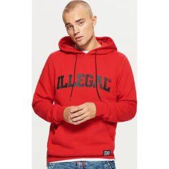 Bluza z zamkami kolekcja ILLEGAL - Czerwony. Czerwone bluzy męskie rozpinane Cropp, l. Za 129,99 zł.