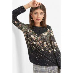 Bluzka w kwiaty. Czarne bluzki damskie marki Orsay, xs, z bawełny, z dekoltem na plecach. Za 99,99 zł.
