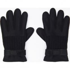 Rękawiczki z naturalną skórą - Czarny. Czarne rękawiczki męskie Cropp, ze skóry. Za 49,99 zł.
