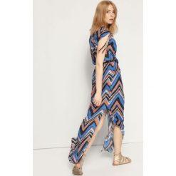 SUKIENKA DAMSKA WE WZORY. Szare długie sukienki marki Top Secret, na jesień, z długim rękawem. Za 79,99 zł.