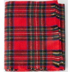 Szalik w szkocką kratę. Czerwone szaliki męskie Pull&Bear. Za 69,90 zł.