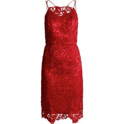 Sukienki hiszpanki: Chi Chi London Tall ARIZONA Sukienka koktajlowa burgundy