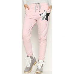 Spodnie dresowe damskie: Różowe Spodnie Dresowe Star