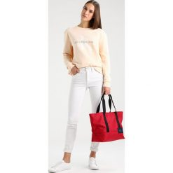 Calvin Klein Jeans ESSENTIAL CARRYALL TOTE Torebka red. Czerwone shopper bag damskie Calvin Klein Jeans, z jeansu. W wyprzedaży za 341,10 zł.