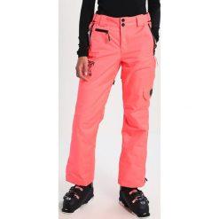 Superdry Spodnie narciarskie fluro coral. Szare bryczesy damskie marki Superdry, l, z nadrukiem, z bawełny, z okrągłym kołnierzem. W wyprzedaży za 477,95 zł.