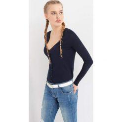 Swetry klasyczne damskie: Sweter z głębokim dekoltem