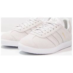 Adidas Originals GAZELLE Tenisówki i Trampki grey one/gold metallic. Szare tenisówki męskie marki adidas Originals, z gumy. W wyprzedaży za 265,30 zł.