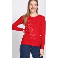 Czerwony Sweter Pearly. Czerwone swetry klasyczne damskie Born2be, na jesień, m. Za 59,99 zł.