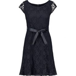 Długie sukienki: Koronkowa sukienka