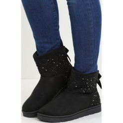 Czarne Śniegowce Rent an Apartment. Czarne buty zimowe damskie marki TOMMY HILFIGER, z materiału. Za 69,99 zł.