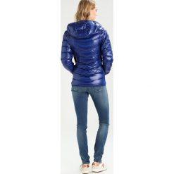 Tommy Jeans BASIC JACKET Kurtka puchowa blue ribbon. Niebieskie kurtki damskie jeansowe marki Tommy Jeans, xxs. W wyprzedaży za 719,20 zł.