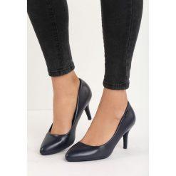 Granatowe Czółenka Raven. Szare buty ślubne damskie Born2be, ze szpiczastym noskiem. Za 59,99 zł.
