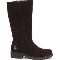 Skórzane kozaki w kolorze bordowym. Brązowe buty zimowe damskie marki U.S. Polo Assn., Versace Jeans, z okrągłym noskiem. W wyprzedaży za 299,95 zł.